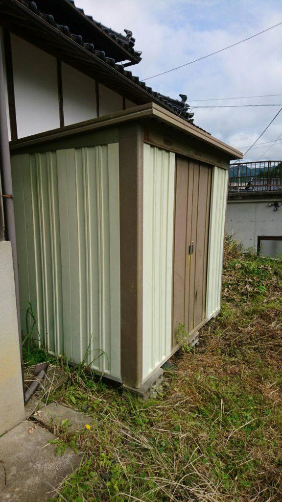 不用品回収_岡山市北区延友_屋外のプレハブ小屋