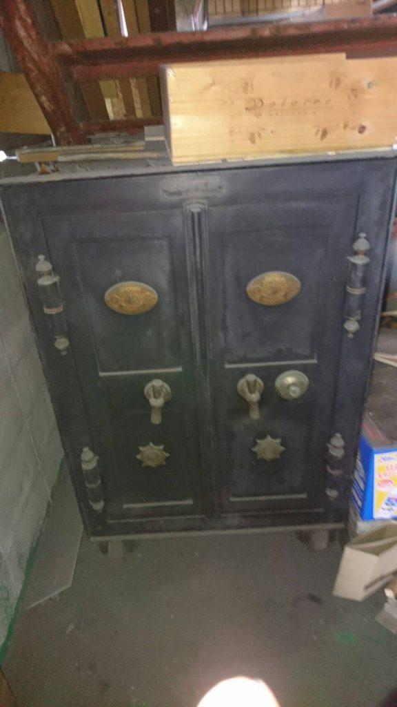 岡山市北区弓之町で不用品回収した古い金庫