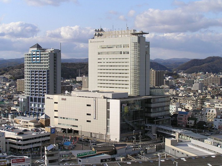 800px-Lit_City_Bldg.and_Forum_City_Bldg._at_Okayama