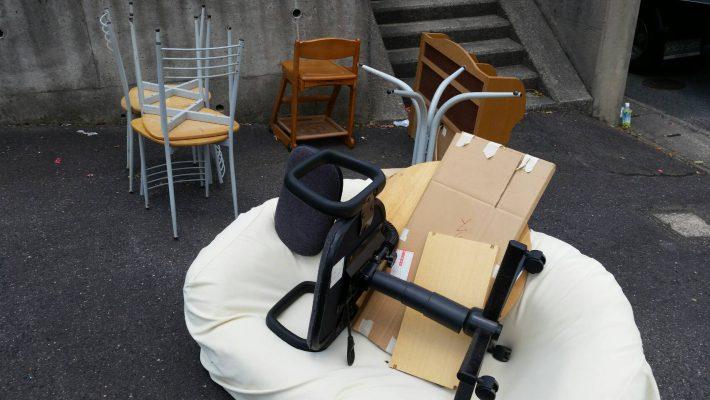 不用品回収_岡山市北区中仙道_ダイニングの不用品を外に搬出